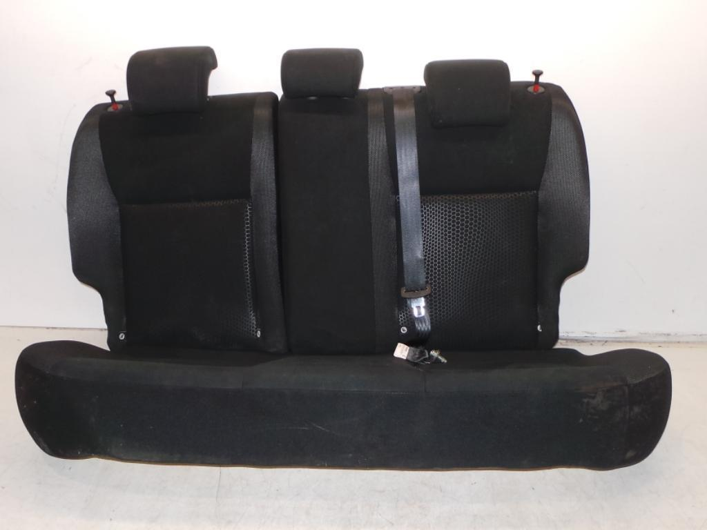 nissan juke 2014 facelift rear seats in black. Black Bedroom Furniture Sets. Home Design Ideas